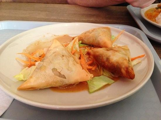 Red Curry House: Samosas in peanut sauce