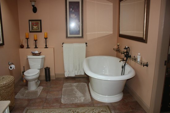 The Chalet of Canandaigua : Part of the Lee Suite's amazing bathroom