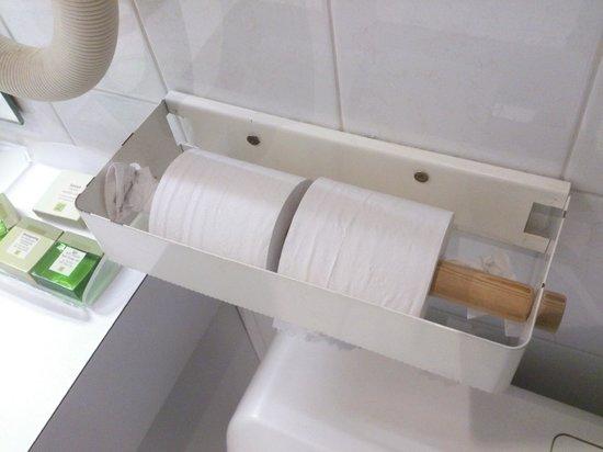 Hotel De Bourgogne: Porte-papier hygiénique... un peu HS