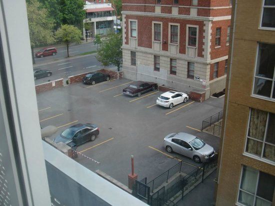 Hotel Faubourg Montreal : View of parking lot.