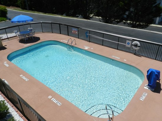 Large outdoor pool picture of super 8 calhoun calhoun for Big outdoor pool