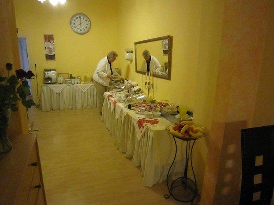 Hotel Bejuna: Quite a spread !