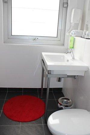 Hotel Ambre: Double Classic (room #1) - bathroom