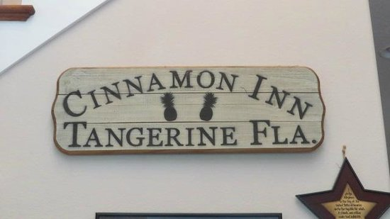 Cinnamon Inn Bed & Breakfast: Cinnamon Inn Sign