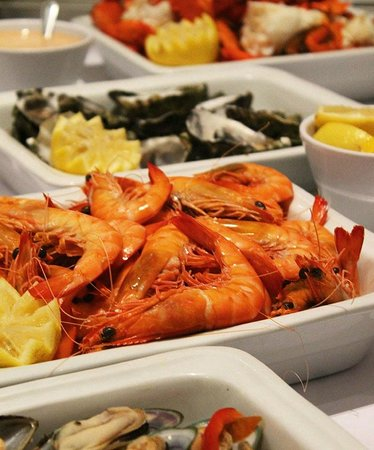 Deja View Restaurant: Fresh Prawns, Oysters, Crabs, and Mussels every night on our Seafood Buffet