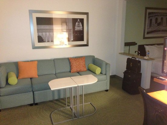 SpringHill Suites Herndon Reston: View of sitting area in room