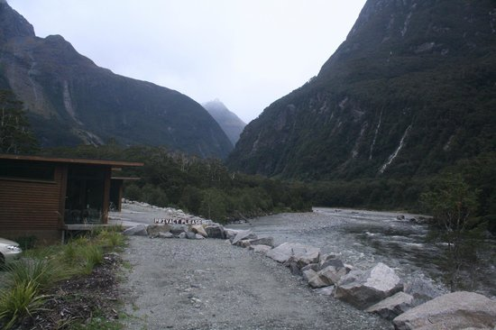 Milford Sound Lodge: Chalets there on the left