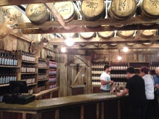 Gatlinburg Barrelhouse: free tasting!