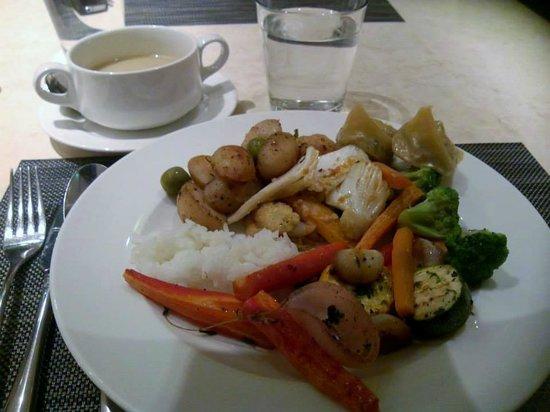 The Cafe@JW: Dinner buffet.