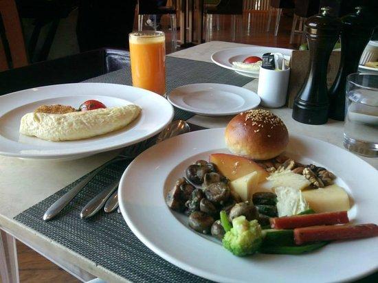 The Cafe@JW: Breakfast buffet.