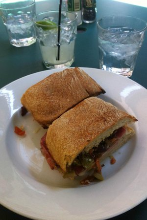Cafe Amelie: Time for a muffaleta and a drink