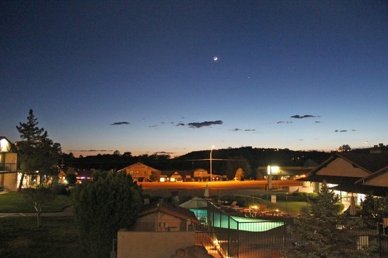 Quality Inn Payson: moon over Payson seen from our room