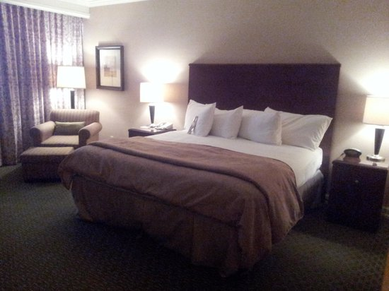 Omni Houston Hotel Westside: comfy bed  ^^