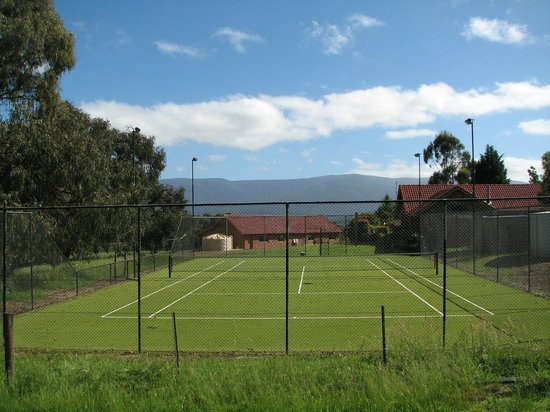 Langbrook Estate Cottages: Tennis Courts at Langbrook Estate