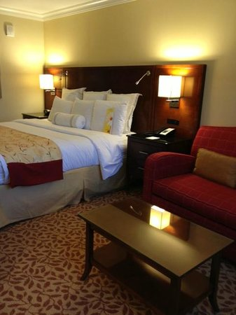 Atlanta Marriott Buckhead Hotel & Conference Center: King bed room