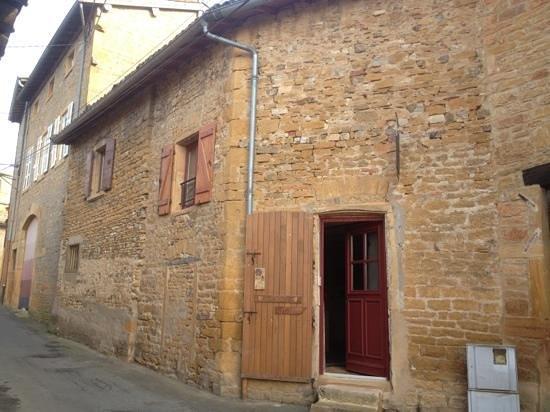 Pouilly-le-Monial, فرنسا: entree chemin du Vinceret