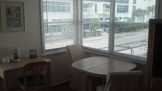 Fala Hotel: Corner Windows & Table in Room 109
