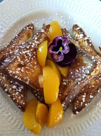 Captain Farris House Bed & Breakfast: French Toast- tastes even better than it looks