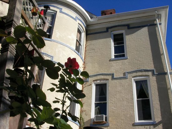 Riverview Mansion Hotel: Finest Victorian Accommodations