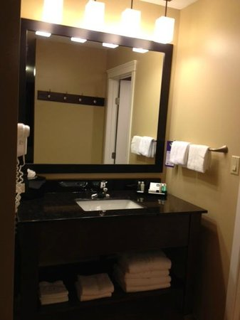 Best Western Sicamous Inn: Bathroom Sink area separate from toilet and shower area