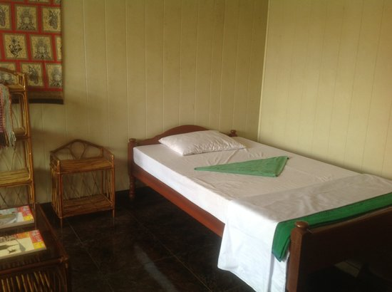 Emerald Bar and Guesthouse: A twin room