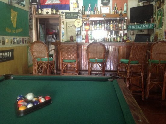 Emerald Bar and Guesthouse: Our well-stocked bar