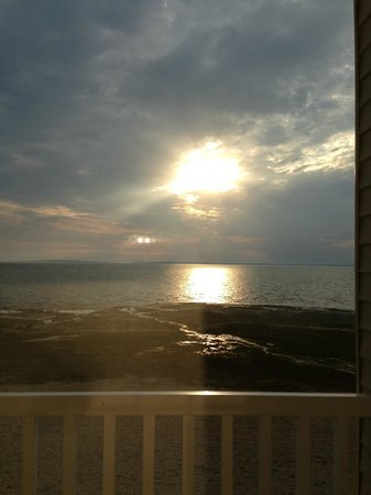 Mackinaw Beach and Bay - Inn & Suites: Sunrise