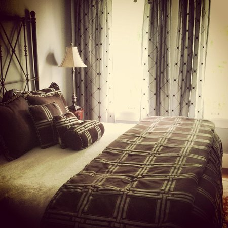 The Kenwood Inn: Master bedroom of top floor