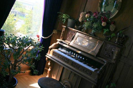 Manresa Castle: Castle lounge