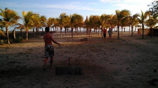 Buena Onda Beach Resort: Horseshoe pits