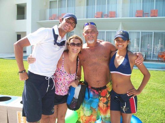 Secrets Huatulco Resort & Spa: Entertainment staff and us