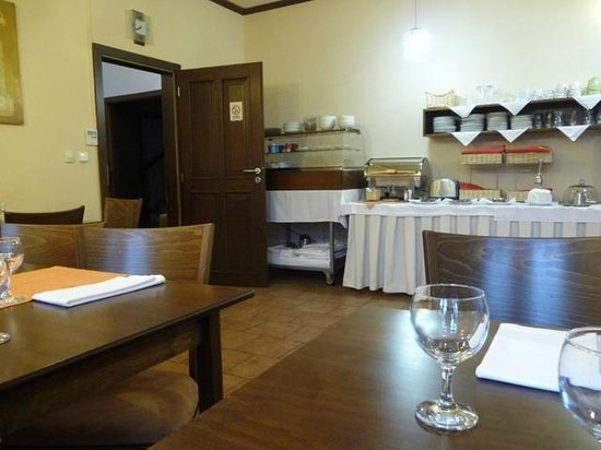 Irida Hotel: Breakfast room