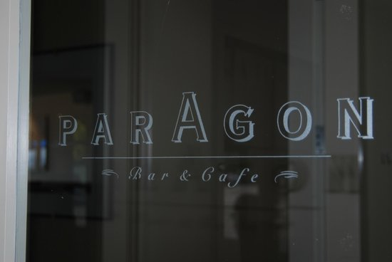 Paragon Restaurant and Bar: Door leading in
