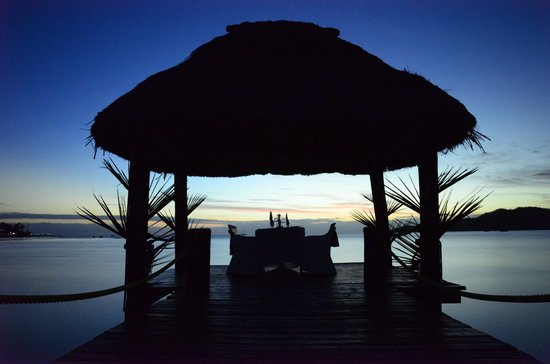 Musket Cove Island Resort: 100fjd per night to eat out on the water