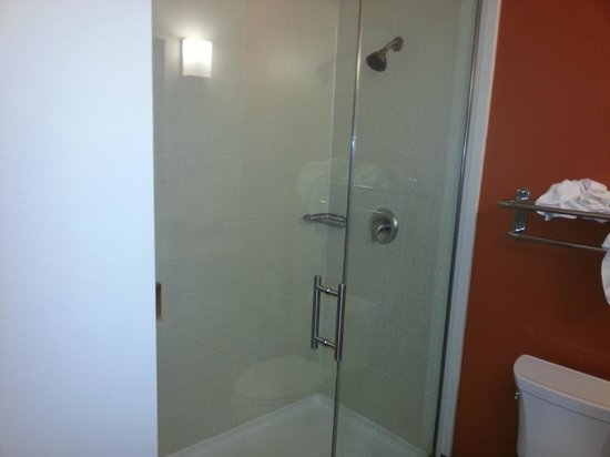 Sleep Inn And Suites Lubbock : Wonderful large walk in shower!