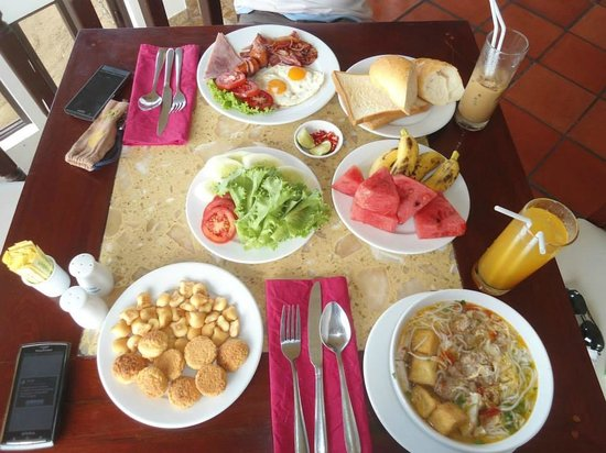 Rock Water Bay Beach Resort & Spa: Yummy breakfast