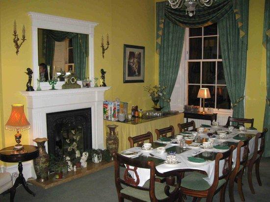 Garlands Guest House: Very nice breakfast room