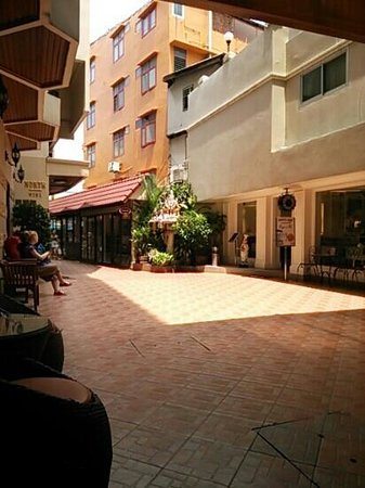 Khaosan Palace Hotel: nice place.