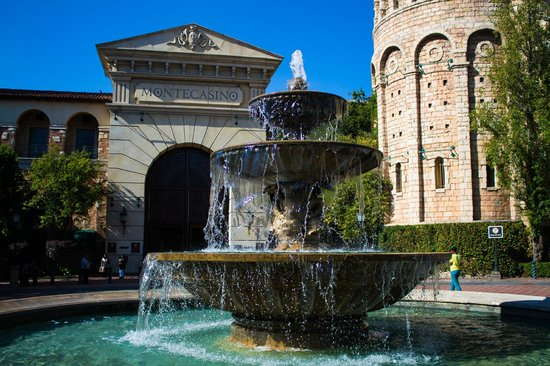 SunSquare Montecasino: Entrance to casino