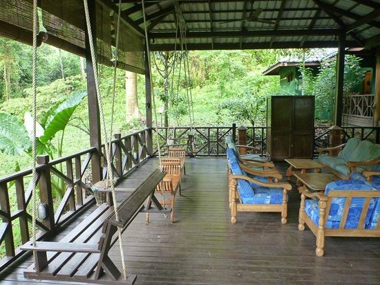 Tabin Wildlife Resort: Lounge next to cafe