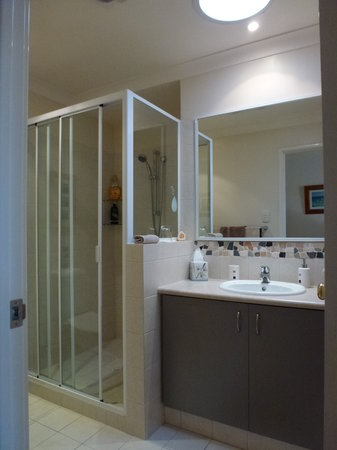 Albacore B&B: En suite bathroom