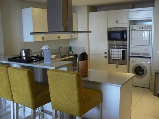 Lawhill Luxury Apartments: Breakfast bar