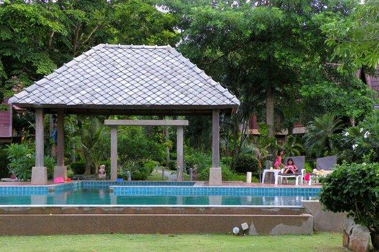 Baan Laem Noi Villa's: Children will have loads of fun in the garden and pool.