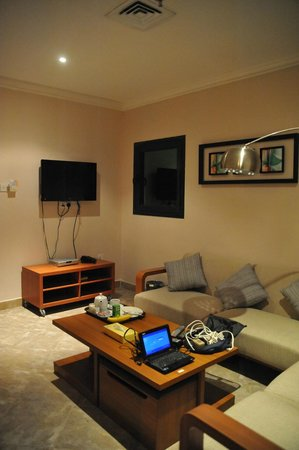 Times Square Suite Hotel: living room