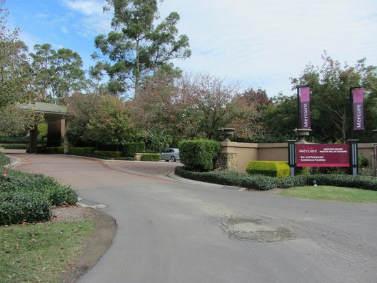 Mercure Resort Hunter Valley Gardens: Front entrance of the resort