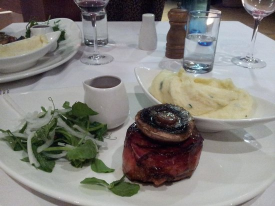 Hunter Valley Steak House: Fillet Mignon was nice after a 45min wait