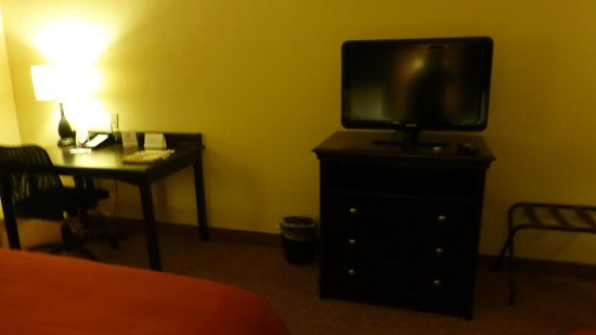 Country Inn & Suites By Carlson, Cool Springs: Desk & TV
