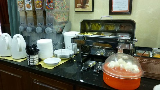 Country Inn & Suites By Carlson, Cool Springs: Breakfast Buffet