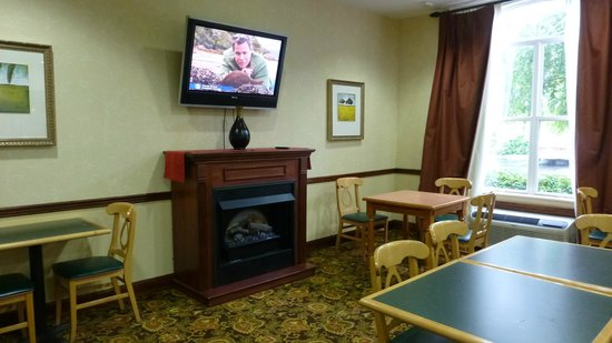 Country Inn & Suites By Carlson, Cool Springs: Dining Area