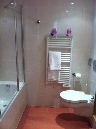 Best Western Hotel Du Mucem : Bathroom
